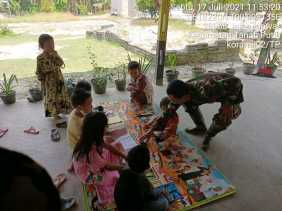 Bati Tuud Koramil 02/TP Laksanakan Program Babinsa Berkibar Bersama Pelajar SD Diakhir Pekan