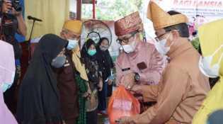 Silaturrahmi ke Rumah Singgah Baiturrahman, Bupati Inhil Bagikan Santunan