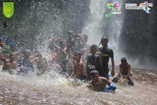 Pengunjung Bisa Nikmati Mandi Air Jernih dan Dangkal di Air Terjun 86