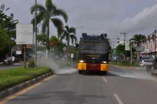 Polda Riau Inisiasi Penyemprotan Disinfektan Serentak di Daerah yang Melaksanakan PSBB
