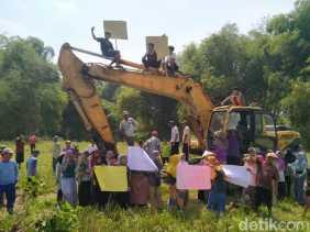 Warga Duduki Alat Berat, Demo Tolak Tambang Galian C di Jombang