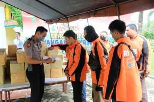 Masyarakat yang Terdampak Langsung Covid-19 Dibantu Polda Riau