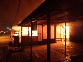 6 Pintu Kios Pasar Pulau Burung Ludes Terbakar