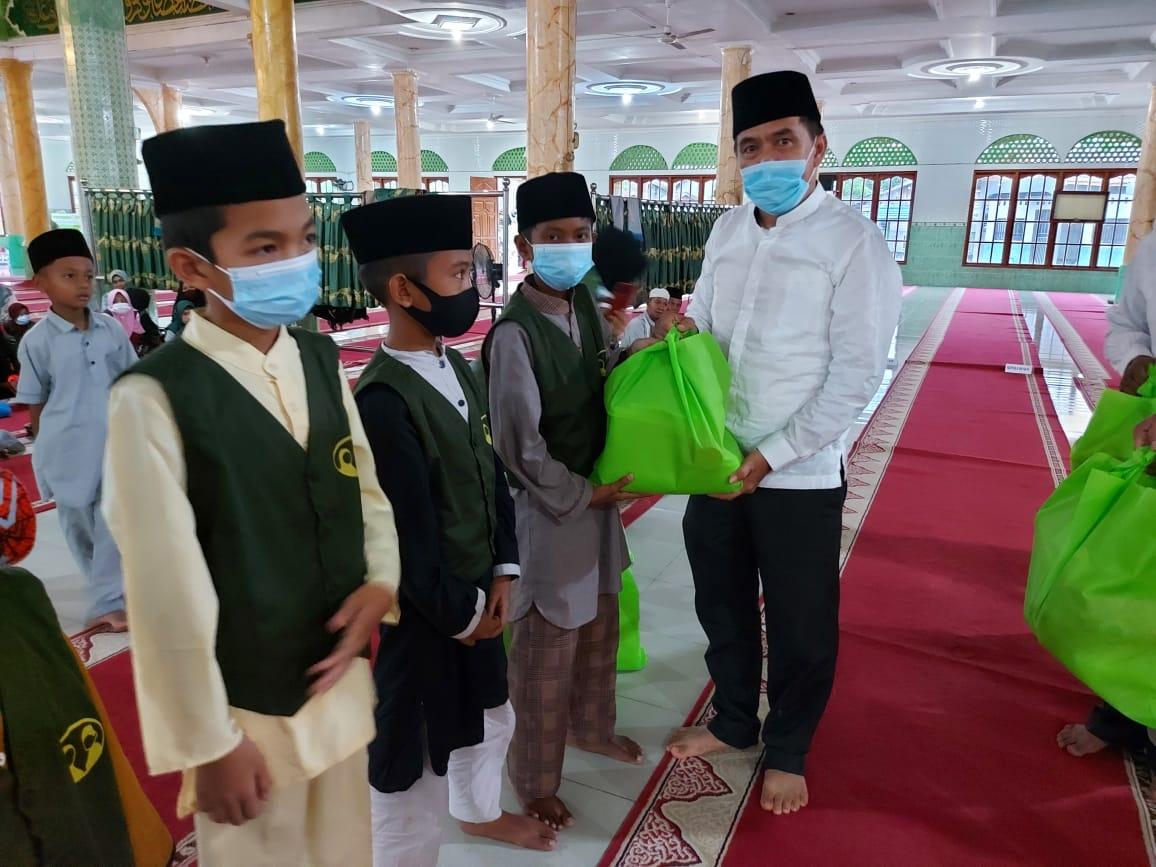 Ketua DPRD Inhil Berikan Santunan untuk Anak Yatim di Keritang