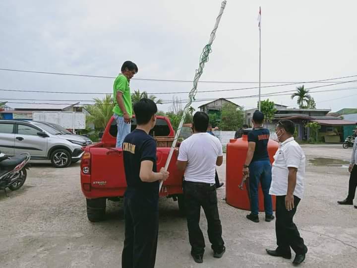 Penyerahan Ular Piton dari DPKP Inhil ke BKSDA Cabang Rengat